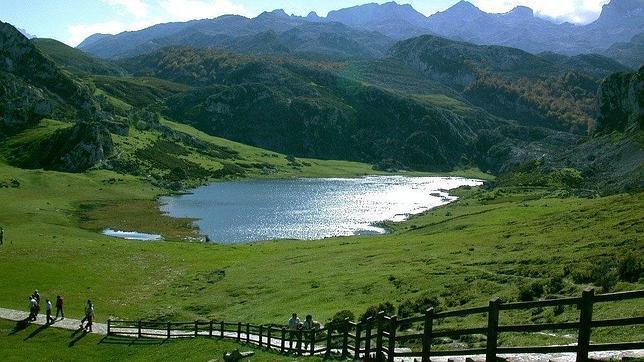 El Santuario de Covadonga, un paraje natural y turístico de Asturias